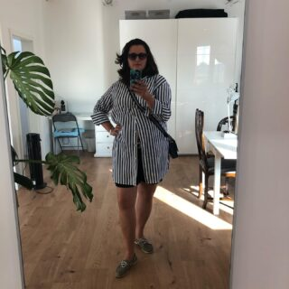 "🇩🇪Mein Outfit als es in Hamburg noch heiß war. Wie setzt du deine wunderbare Vorteile in ""Sene"". 🇬🇧This was my outfit some days ago, when it was still very warm in Hamburg. How do you work with your amazing properties? #heybeautiful #heybeautiful.eu #farbberatunghamburg #sommervibes #latesummer #outfitinspo #fasioninsider #beautyblogger_de #stripedshirt #sunnies #legs #heatwave"