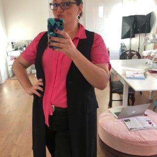 🇩🇪wollte nur diese Bluse noch einmal tragen bevor es wirklich zu kalt wird ❤️. Pinke Bluse von @kurvenhaus_hamburg Weste von Violetta by Mango. Black jeans sind alt (old). 🇬🇧Just really wanted to wear this blouse once more before it gets to cold ❤️ #ootd #heybeautiful #farbberatunghamburg #lovepink #pinklady #violetta #kurvenhaus #kurvenhaus_hamburg #stilberatunghamburg #selbstbewusstwerden #fasionblogger #beautyinsider #lastdaysofsummer #iwillwearwhatilike //unbezahlte Werbung, namens Nennung.